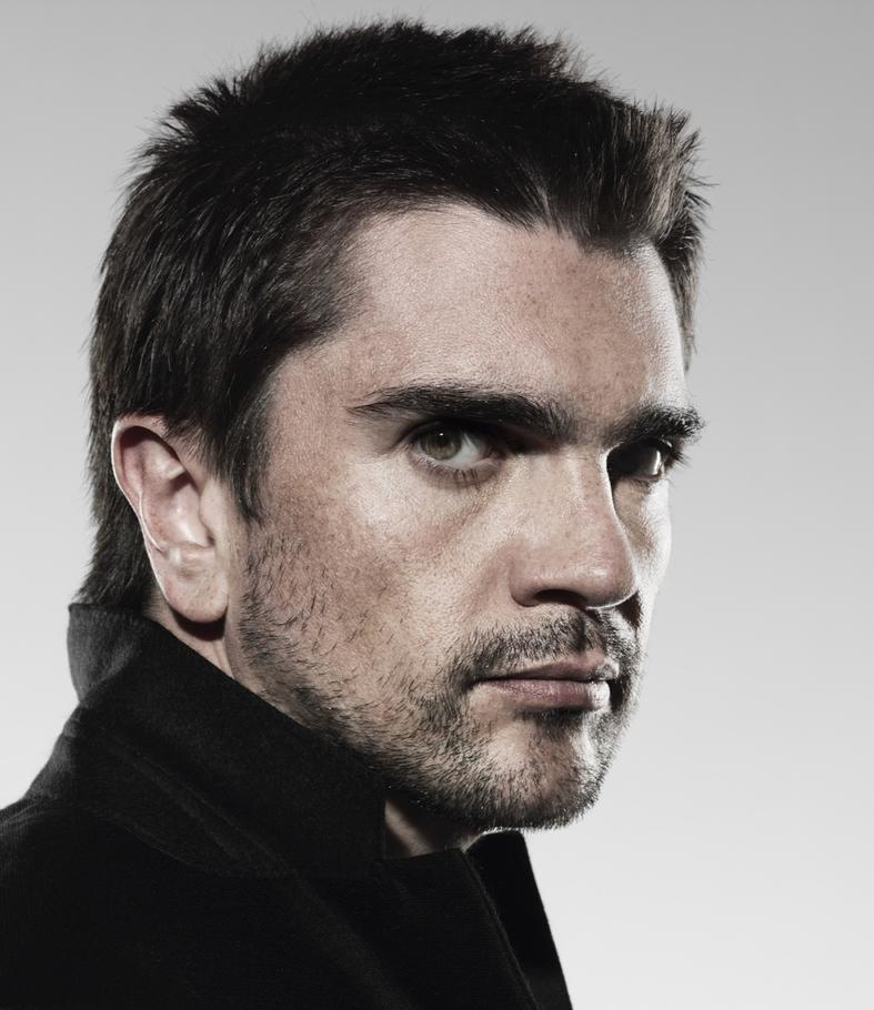 Juanes- Tengo La Camisa Negra — слушать песню и